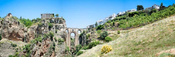 Ronda-Ponte-Nueva-von-unten-panorama