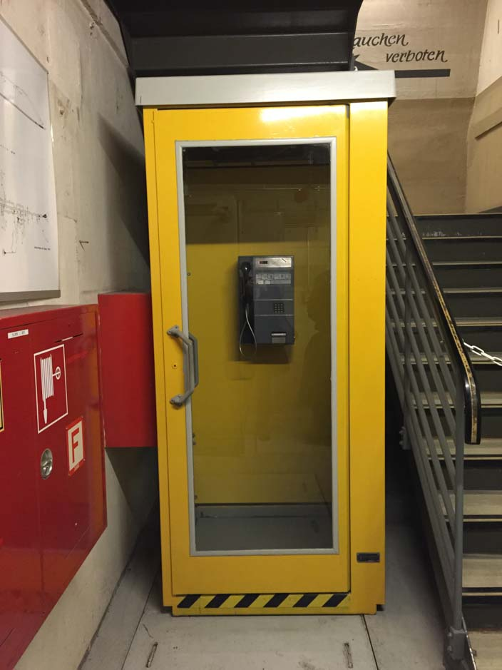 dokumentationsstätte-regierungsbunker-ahrtal-telefonzelle
