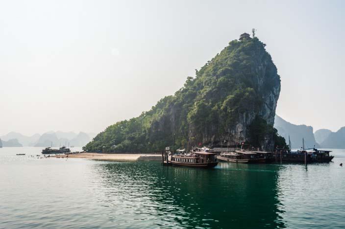 Halong Bucht Fahrt mit der Dschunke