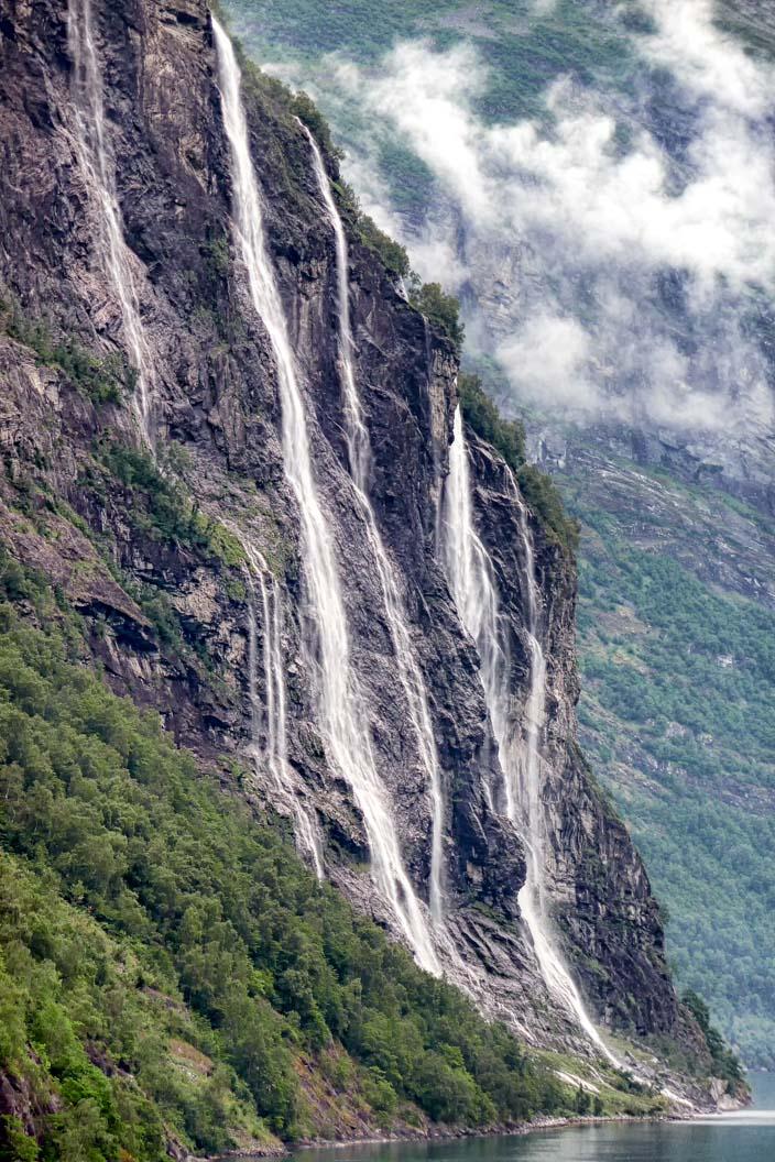 Wasserfall-Geiranger-Fjord-1-sieben-schwestern