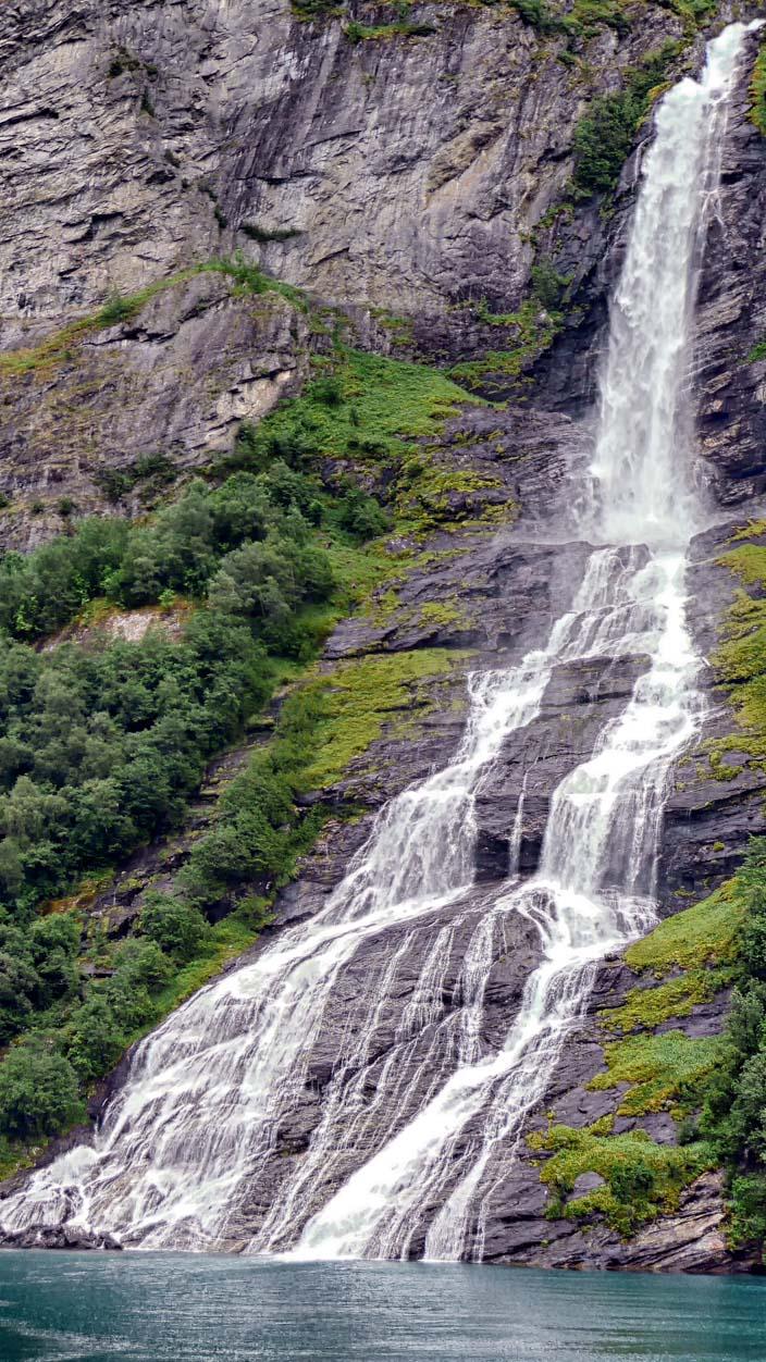 Wasserfall-Geiranger-Fjord-2-Freier