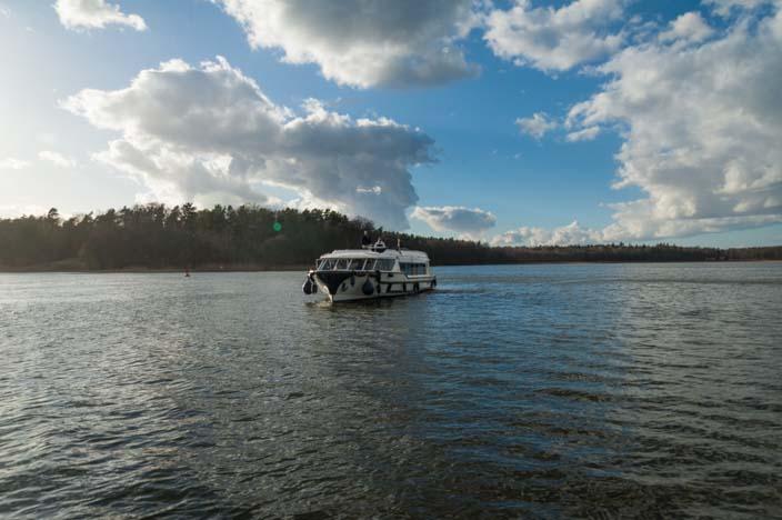 mecklenburgische-seenplatte-führerscheinfreie-hausbootfahrt