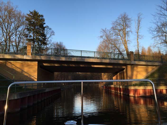 mecklenburgischen-seenplatte-hausboot