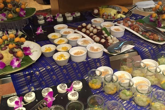Radisson Blu Hotel Krakau Restaurant Milk Co Surf n Turf Buffet