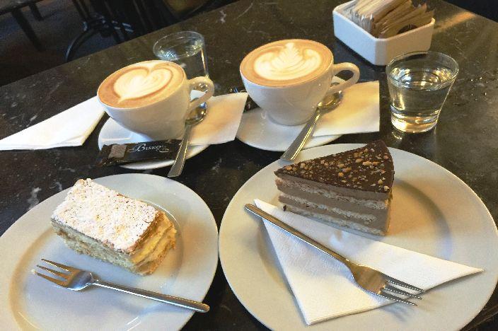 Budapest Café: Book Café