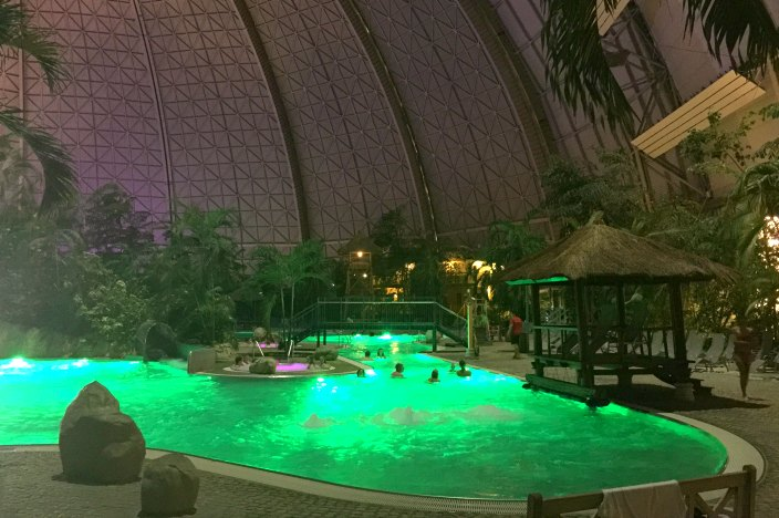 tropical islands berlin lagune nacht