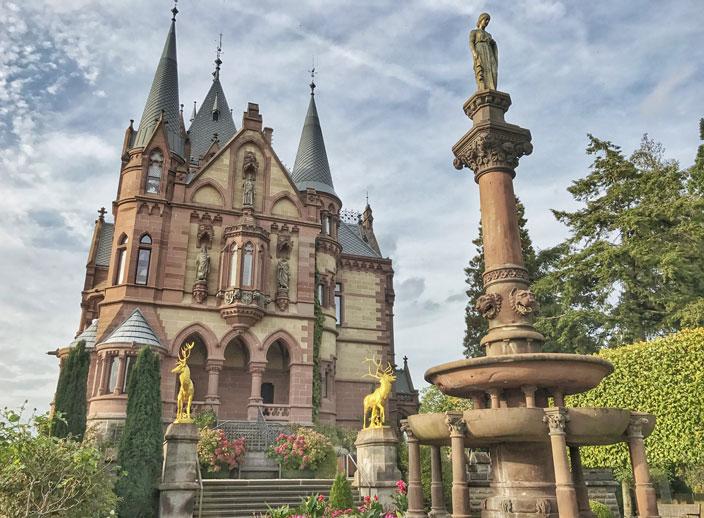 Schloss Drachenburg Vorgarten