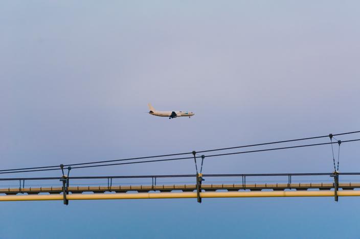 Einflugschneise des Wiener Flughafen über der Donau