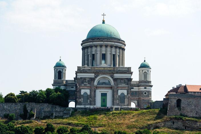 Die Basilika von Esztergom von vorne