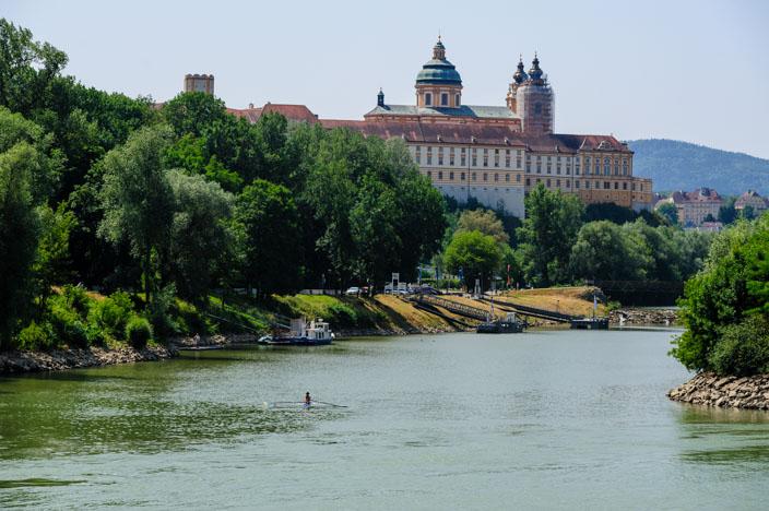 Auf der A-ROSA Riva bei der Flusskreuzfahrt Donau Einfahrt in Melk