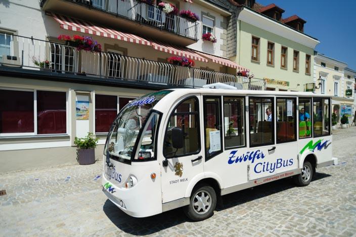 Minibus in Melk