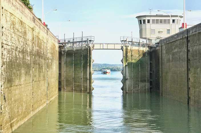 A-ROSA Riva Flusskreuzfahrt Donau Schleuse nach Melk