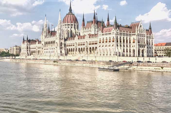A-ROSA Riva Flusskreuzfahrt Donau Einlaufen Budapest