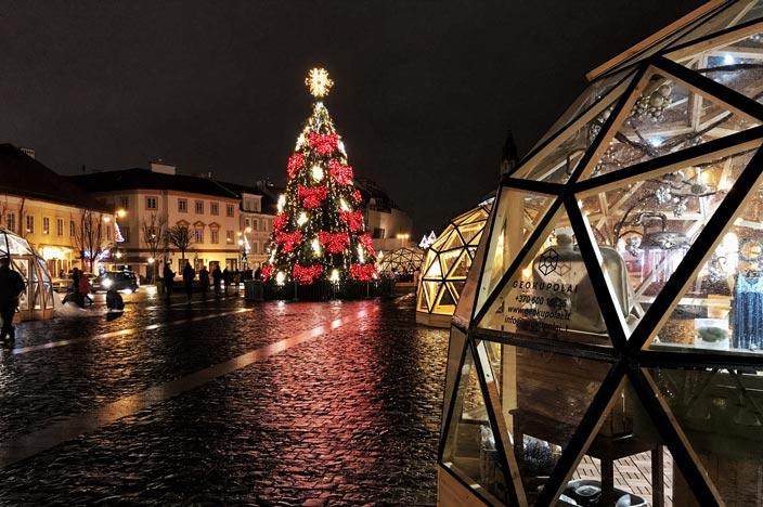 Vilnius Sehenswürdigkeiten: Weihnachtsmarkt Rathausplatz