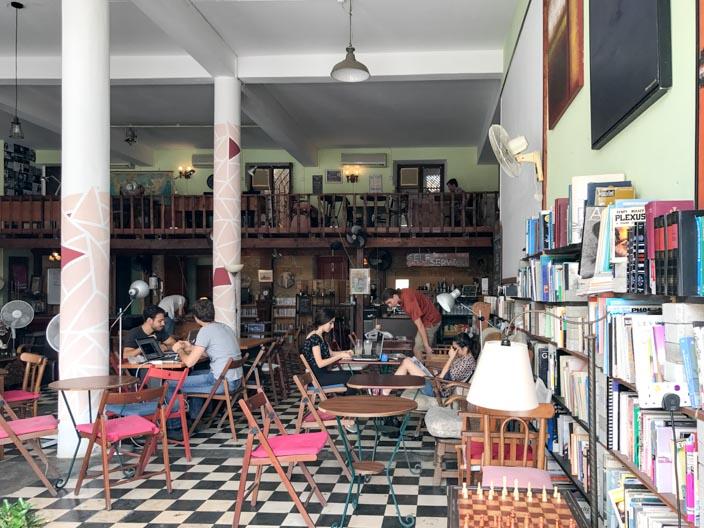 Nicosia Tipps: Auch am The Weaving Mill Book Cafe komme ich vorbei und wünschte, mehr Zeit in Nicosia zu haben, um Café-Hopping zu betreiben.