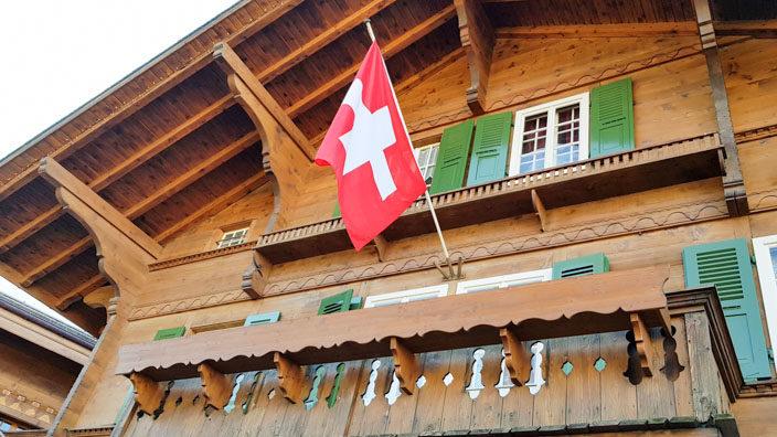 Bummel durch Gstaad Häuser im Chalet-Stil