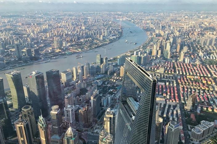 Shanghai Tower: Im schnellsten Fahrstuhl hoch hinaus