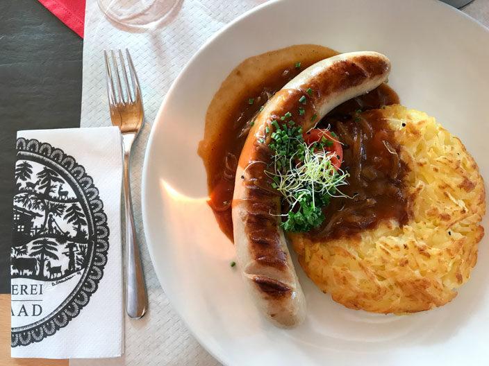 Mit der Bergbahn auf den Rellerli samt Aussicht auf die Schneelandschaft - Essen im Bergrestaurant