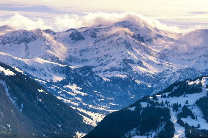 Mit der Bergbahn auf den Rellerli samt Aussicht auf die Schneelandschaft