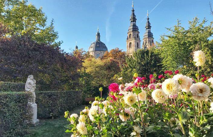 Fulda Sehenswürdigkeiten: Dahliengarten mit Dom