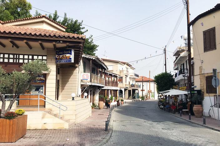 Lythrodontas: Unterwegs im Dorf