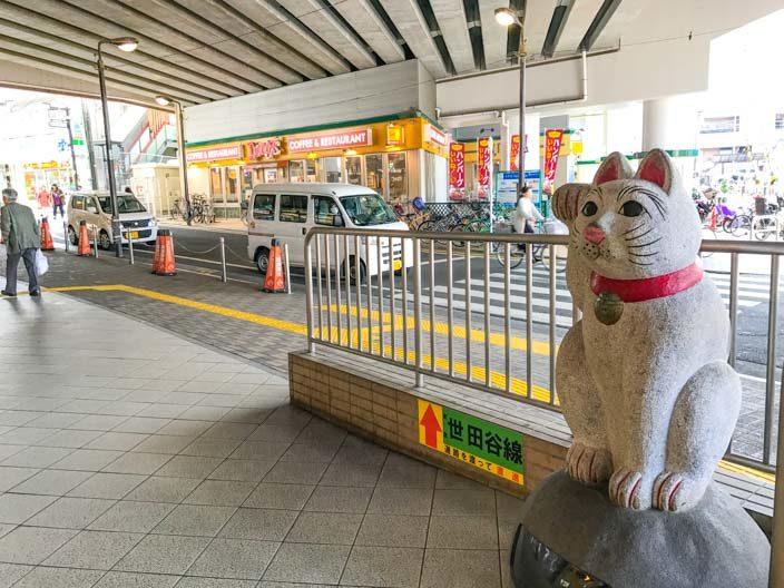 Winkekatze an der Gotokuji Bahnstation