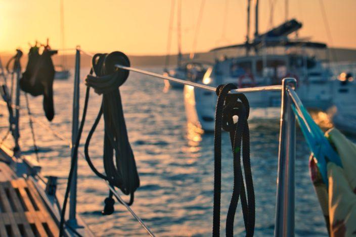 Sonnenuntergang in der Bucht unweit von Punta Križa