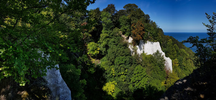 Blick von der Aussichtsplattform Königsstuhl auf den Feuerregenfelsen