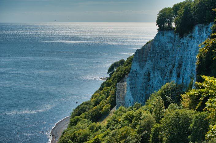 """Kreidefelsen Rügen: Blick von der Aussichtsplattform Königsstuhl auf den Felsen """"Victoria-Sicht"""""""