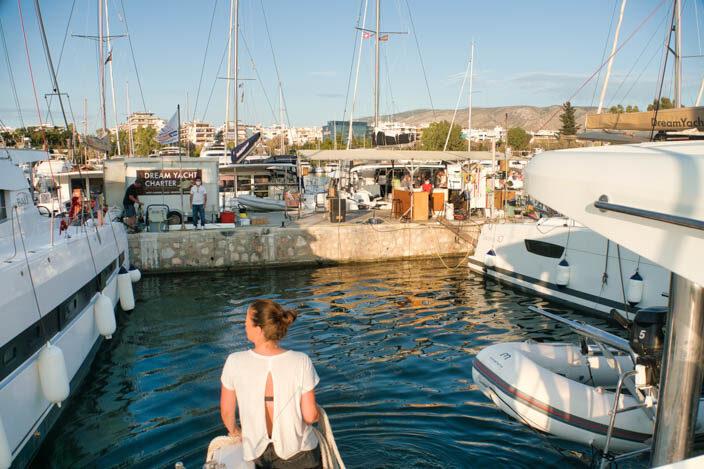 Anlegen in der Marina Alimos am Dream Yacht Charter Pier